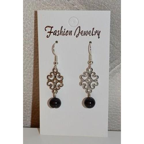 Boucles doreilles fantaisies neuves originales style baroque en métal et  perle noire 6cc3bc4ee2f