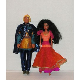 Esmeralda Et Phoebus Dans Le Bossu De Notre Dame De Disney Poup�e Mattel 1993