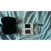 Nintendo Ds Lite Blanche + Pochette + Chargeur + Accessoires (Stylets Dont Deux Qu'on Peut Mettre Sur Le Doigt).