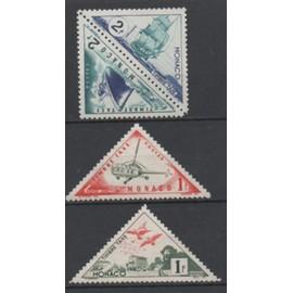 Monaco : Lot de 4 timbres ta de forme triangulaire N° 35A, 35B, 40 et 41.