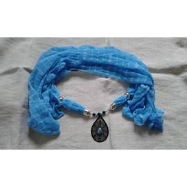 Foulard Bleu Et Estampe Noire