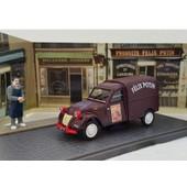 2 Cv Citroen Felix Potin Dans Une Scene Miniature