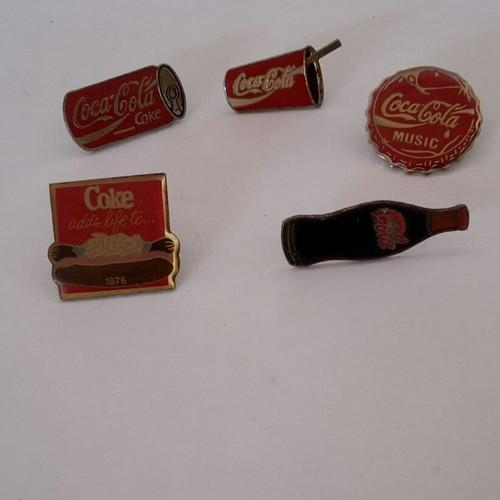Lot pins coca