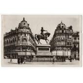 Carte Postale Ancienne. Anim�e. Voyag�e. Orl�ans. Place Du Martroi Et Statue De Ste Jeanne D'arc. 45 Loiret.