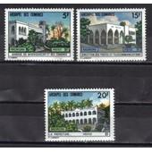 Comores 1973 : B�timents Administratifs : Banque De Madagascar Et Des Comores / Direction Des P.T.T. / La Pr�fecture - S�rie Enti�re De 3 Timbres � 40 F. Neufs **