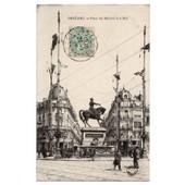 Carte Postale Ancienne. Voyag�e. Anim�e. Orl�ans. Place Du Martroi Le 8 Mai. 45 Loiret.