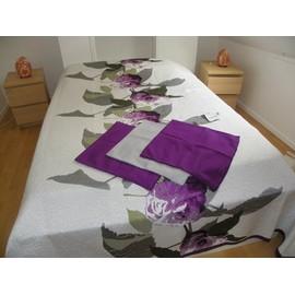 dessus de lit décoration florale et ses trois taies d'oreiller