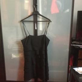 Robe Courte Noire Avec Bretelles Reglable
