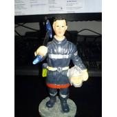 Figurine : Pompier Qui Tient Une Hache, En R�sine , H : 13 Cm
