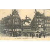 Orl�ans. Place Du Martroi, Un Jour De F�te