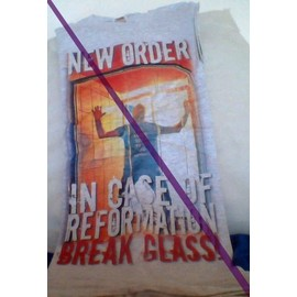 t-shirt de Peter Hook s'adressant à New Order