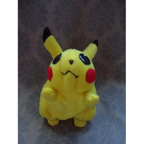 Pikachu en peluche petit pokemon nintendo 13 cm