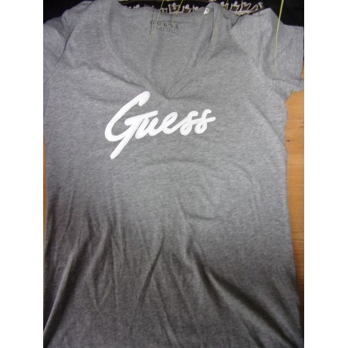 T shirt <strong>guess</strong> l gris