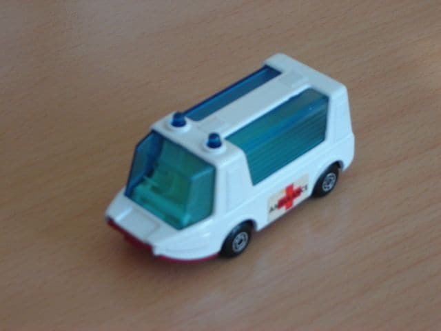 Matchbox Superfast Ambulance Stretcha Fetcha