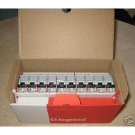 Lot de 10 disjoncteurs Legrand 10/16/20A panachable