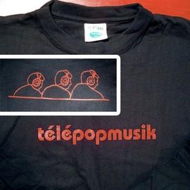 T-Shirt TELEPOPMUSIK - T-Shirt noir longue manches avec inscriptions rouge