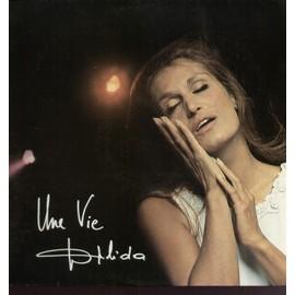 Une vie (pochette poster) : chanter les voix, non, mamy blue, jesus bambino, avec le temps, les choses de l'amour, le fermier, monsieur l'amour, tout au plus, comment faire pour oublier...