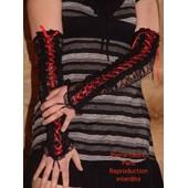 Mitaines Sexy Longues Noir Dentelle Lacet-Longueur 40cm - Largeur En Haut Du Bras 11cm � 13cm- Argeur Au Poignet 9cm A 11cm !!!Taille Unique ! 90%Nylon 10%Spandex !!! Expedition En 24/48hrs