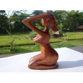Statuette Femme Aux Seins Nus En Bois De Suar