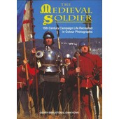 The Medieval Soldier: 15th Century Campaign Life Recreated In Colour Photographs de Gerry Embleton