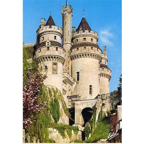 Pierrefonds lentrée du château et le pont <strong>levis</strong>