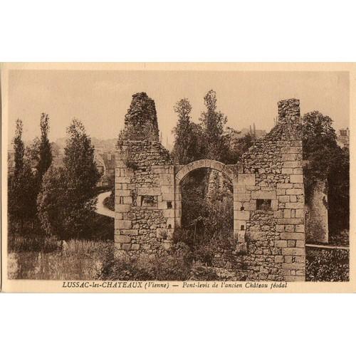 Lussac les châteaux pont <strong>levis</strong> du château féodal