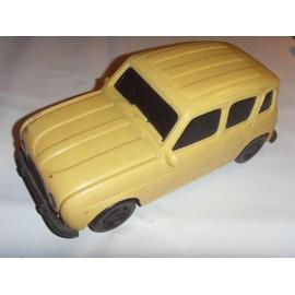 Ancienne voiture Renault 4 L R4 vintage en plastique beige blanc à restaurer.