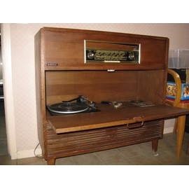 meuble radio tourne disque d occasion. Black Bedroom Furniture Sets. Home Design Ideas