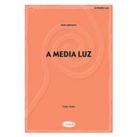 Iglesias : A Media Luz