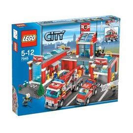 LEGO CITY 7945 CASERNE DE POMPIER COMPLETE