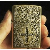 Briquet Temp�te � Essence (R�plique De Zippo) - Gravure Antique: Crucifix / M�daille Croix Saint Benoit - M�tal Cuivr� (Religion: Christianisme, Catholicisme)