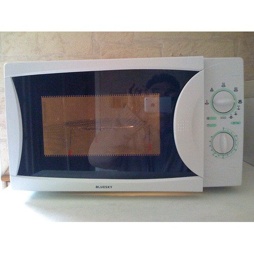 bluesky bmg20 8 micro ondes 800w avec grill 1000w pas cher. Black Bedroom Furniture Sets. Home Design Ideas