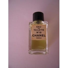 chanel n 19 eau de toilette miniature achat et vente. Black Bedroom Furniture Sets. Home Design Ideas