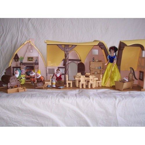 Chaumi re blanche neige blanche neige 7 nains mobilier - Maison blanche neige et les 7 nains ...