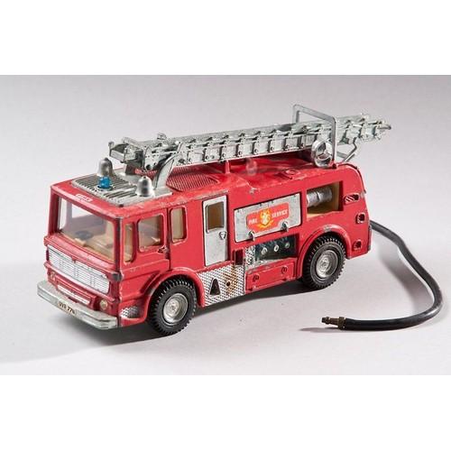 dinky toys gros camion de pompier merryweather neuf et d 39 occasion. Black Bedroom Furniture Sets. Home Design Ideas