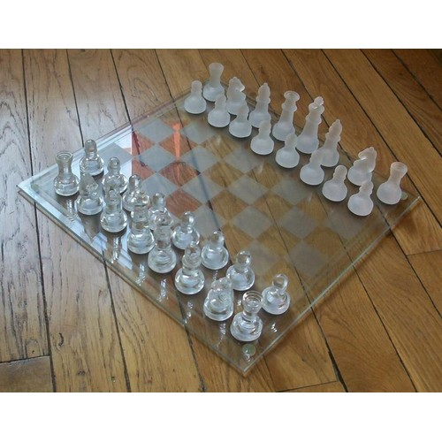 jeu d 39 echec en verre achat vente de jeux de soci t. Black Bedroom Furniture Sets. Home Design Ideas