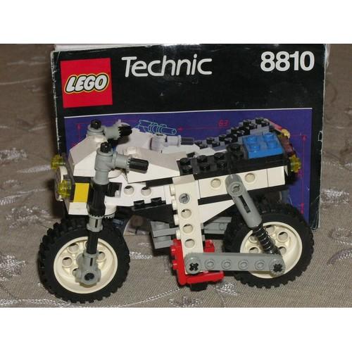 lego technic 8810 moto blanche et noire achat et vente. Black Bedroom Furniture Sets. Home Design Ideas