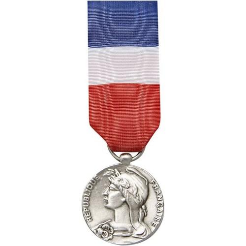 Acheter medaille travail pas cher ou d 39 occasion sur for Decoration officielle francaise