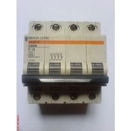 merlin gerin 24228 disjoncteur modulaire multi 9 c60n distribution 4 p les calibre 16 a. Black Bedroom Furniture Sets. Home Design Ideas