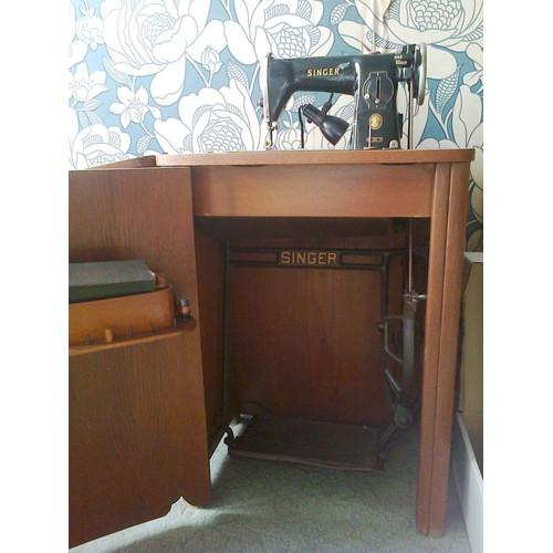 singer 15b machine coudre p dalier avec cabinet pas cher. Black Bedroom Furniture Sets. Home Design Ideas