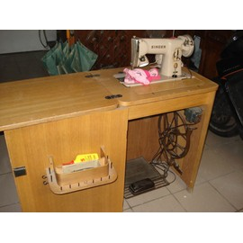 singer 191 b machine coudre electrique et p dale pas. Black Bedroom Furniture Sets. Home Design Ideas