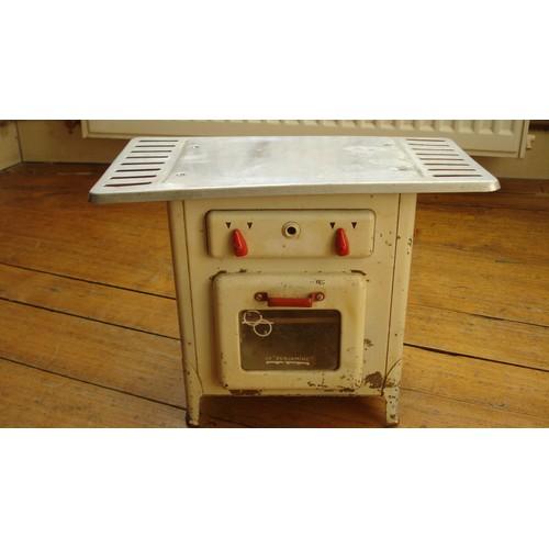 ancien jouet metal tole cuisini re enfant la benjamine ca 1950. Black Bedroom Furniture Sets. Home Design Ideas