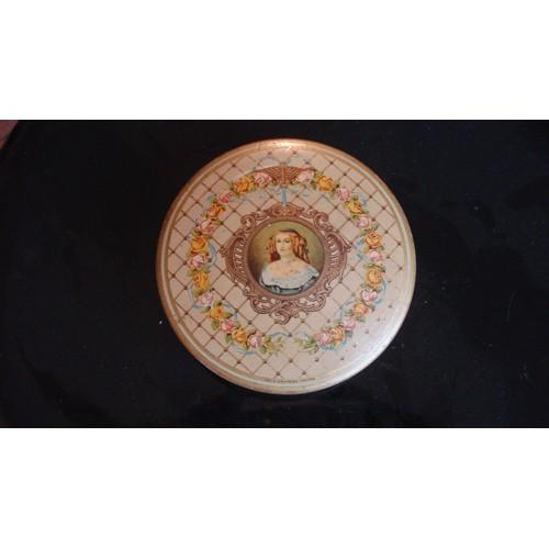 ancienne boite metal tole lithographiee chocolat a la marquise de sevigne royat a rouzaud ca 1920