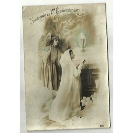 ancienne carte postale souvenir de 1 communion avec une jeune fille en robe et voile blancs. Black Bedroom Furniture Sets. Home Design Ideas