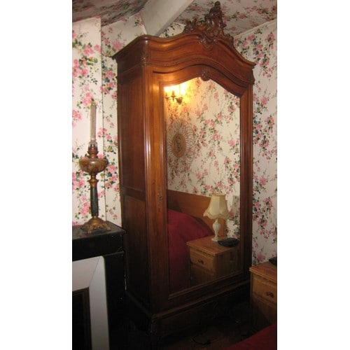 armoire ancienne simple battant avec miroir bois massif pas cher. Black Bedroom Furniture Sets. Home Design Ideas