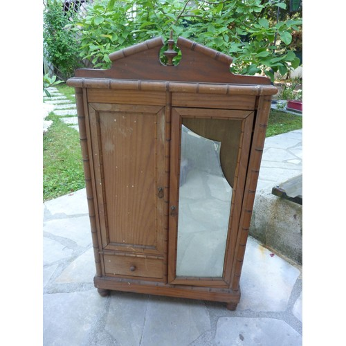 armoire de poupee ancienne en bois datant de 1935 achat. Black Bedroom Furniture Sets. Home Design Ideas