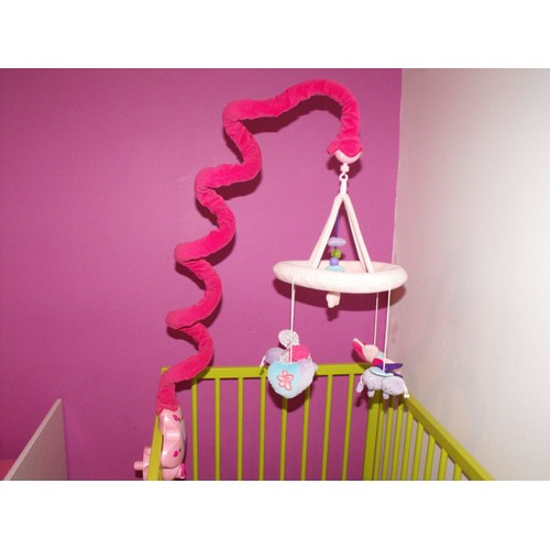 babymoov scinlle mobile musical rose pas cher. Black Bedroom Furniture Sets. Home Design Ideas