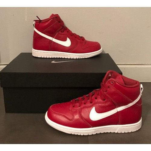 online store 21ff2 9da94 Basket Nike Dunk High Rouge Pour Femme Taille 36
