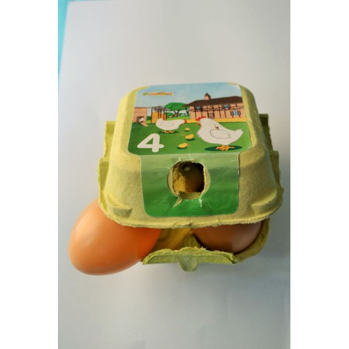 boite de 4 oeufs de poule ecoiffier dans leur boite dinette en plastique hyper r aliste jouet. Black Bedroom Furniture Sets. Home Design Ideas