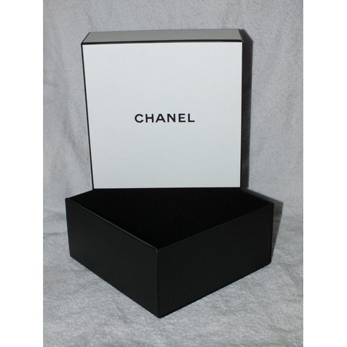 boite en carton chanel achat et vente priceminister rakuten. Black Bedroom Furniture Sets. Home Design Ideas